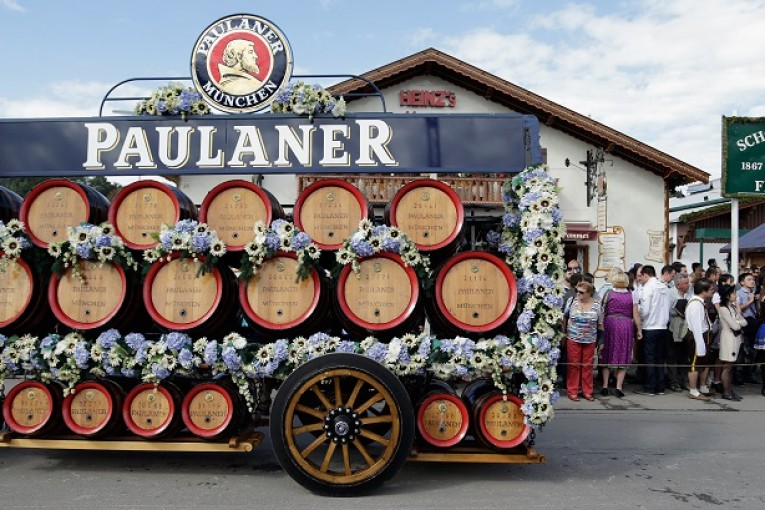 MUNICH, GERMANY - SEPTEMBER 19:  The Paulaner horse coach participates in the opening parade of  the first day of the 2015 Oktoberfest on September 19, 2015 in Munich, Germany. The 182nd Oktoberfest will be open to the public from September 19 through October 4and will draw millions of visitors from across the globe in the world's largest beer fest.  (Photo by Johannes Simon/Getty Images)