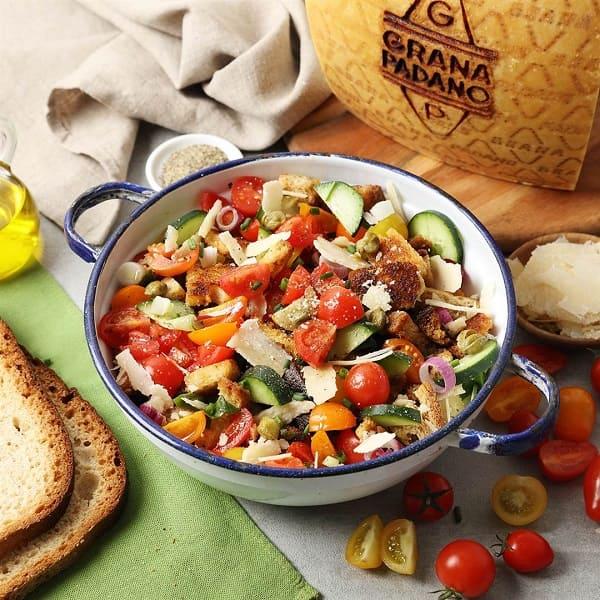 Insalata di pane e pomodori